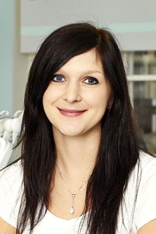 Miroslava absolvovala studia na lékařské fakultě Univerzity v Plzni. Členem týmu Dentanela je od září 2012 a patří k jejím zakládajícím členům. Hovoří plynně anglicky.